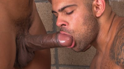 TitanMen, 2 Men Kiss